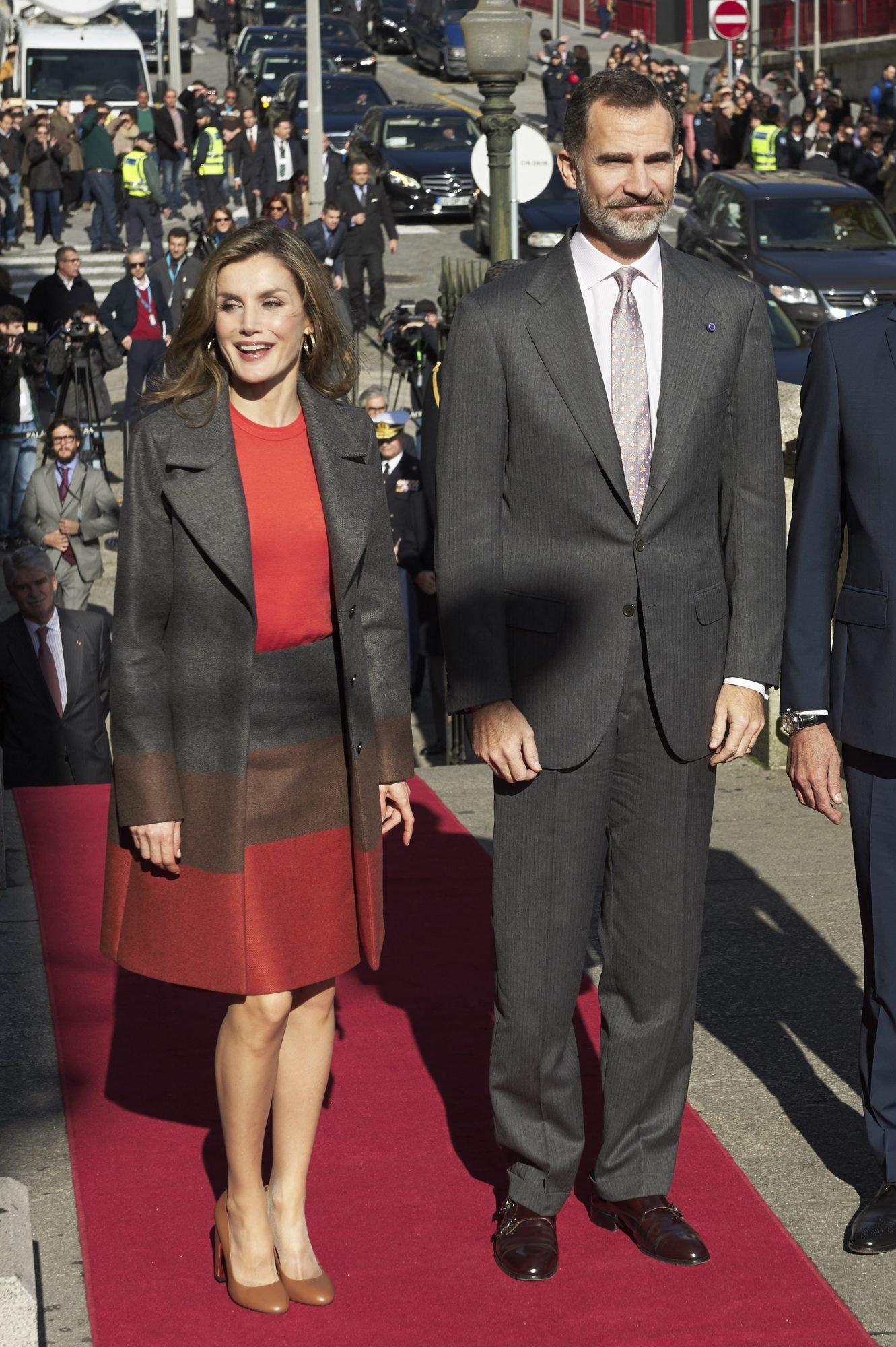 PORTO, PORTUGAL - NOVEMBER 29: King Felipe of Spain and Queen Letizia of Spain visit the Palacio de la Bolsa during their official visit to Portugal on November 29, 2016 in Porto, Portugal. (Photo by Carlos Alvarez/Getty Images)