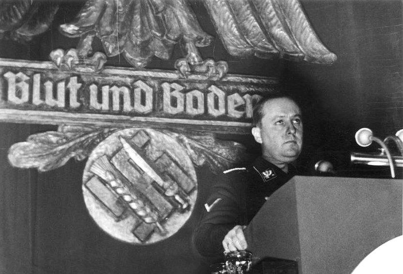 Bundesarchiv_Bild_183-H1215-503-009,_Walther_Darré_bei_einer_Kundgebung