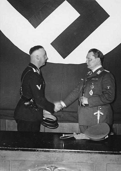 Bundesarchiv_Bild_183-R96954,_Berlin,_Hermann_Göring_ernennt_Himmler_zum_Leiter_der_Gestapo