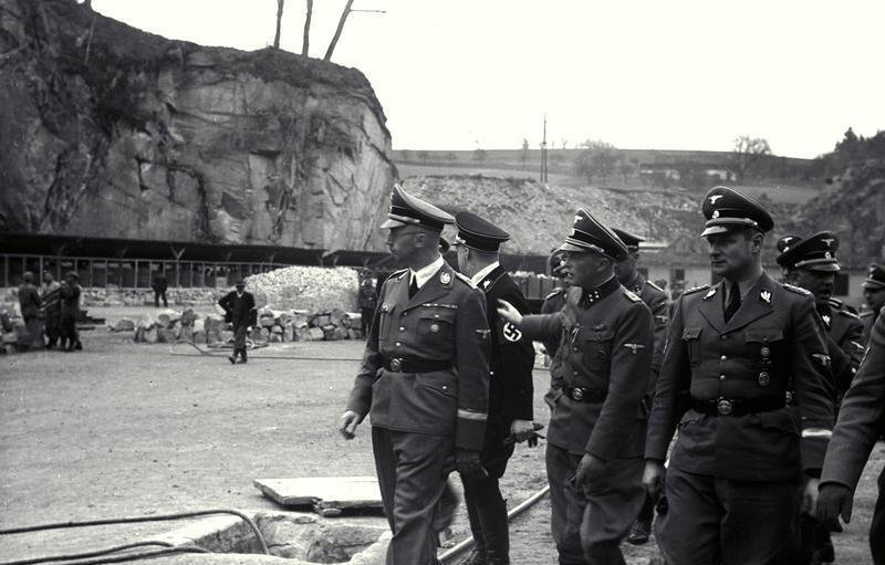 KZ Mauthausen, Himmler mit Ziereis im Steinbruch
