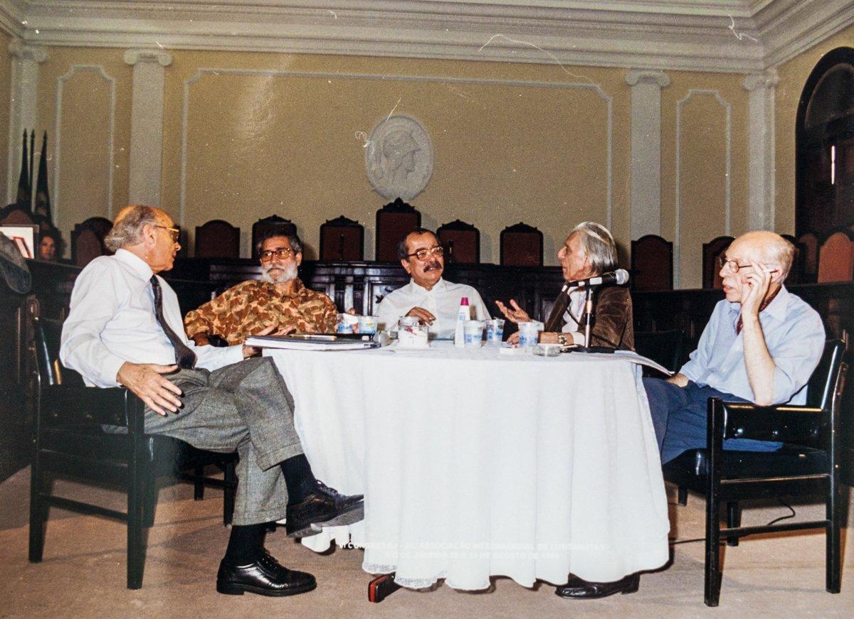 Em 2001, no Rio de Janeiro, com José Saramago, Pepetela, João Ubaldo Ribeiro e Helder Macedo