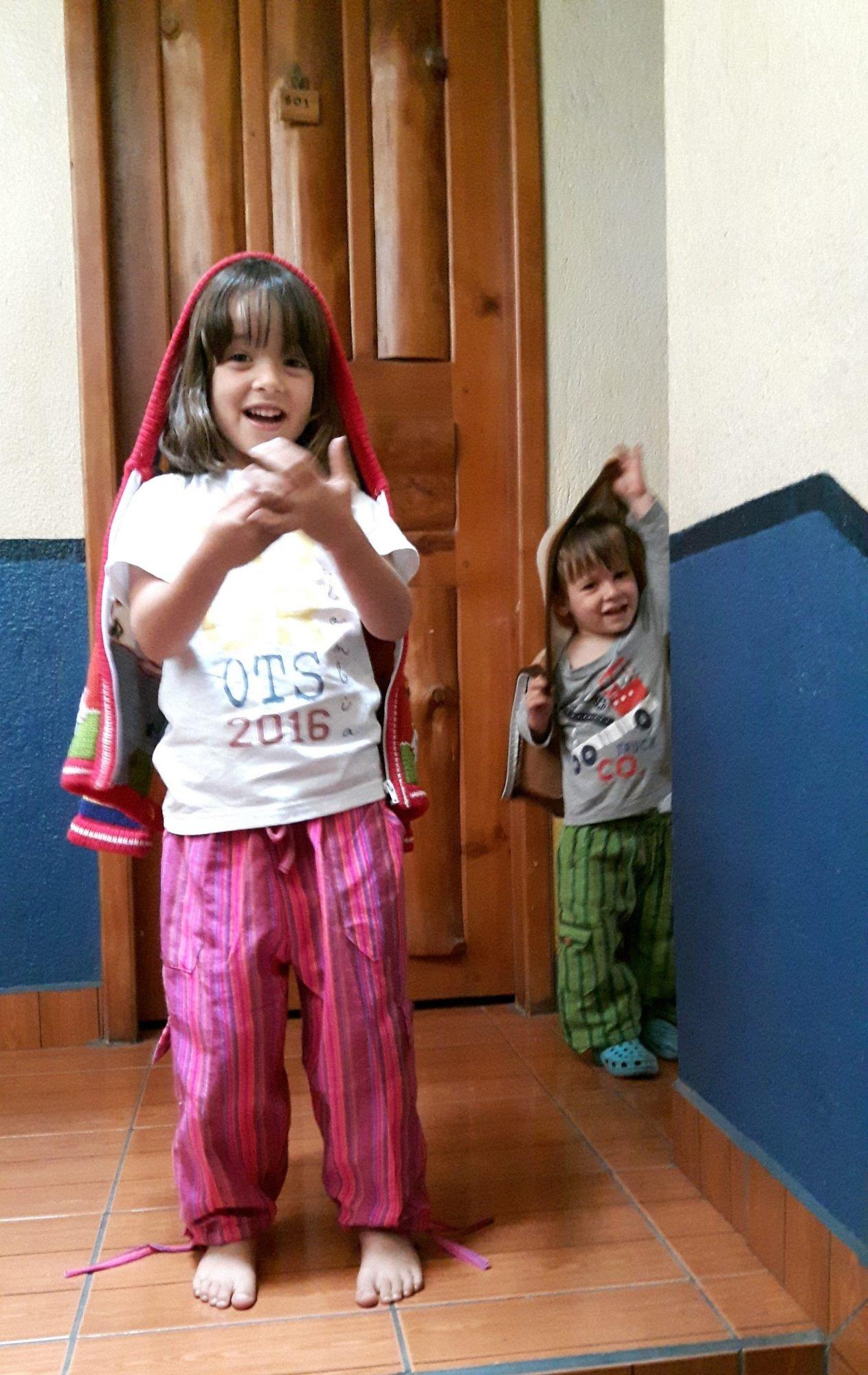 """A Luísa e o Manel com o seu """"pijama inventado"""""""