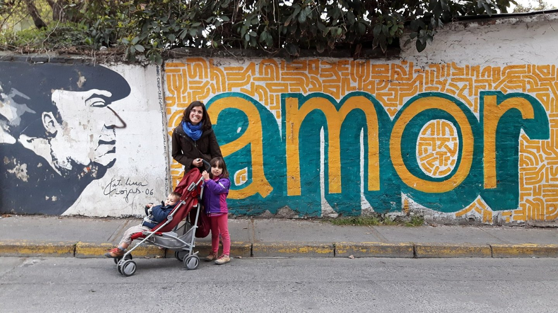À hora a que chegámos à casa de Neruda em Santiago do Chile, já só conseguimos ver este mural no exterior.