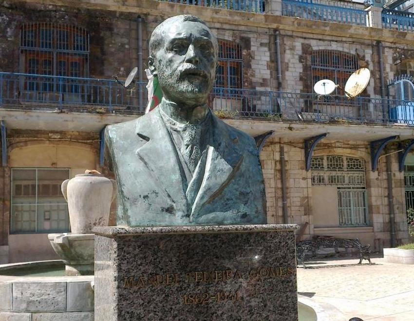 Estatua de Manuel Teixeira Gomes na cidade argelina de Bejaia, Argélia