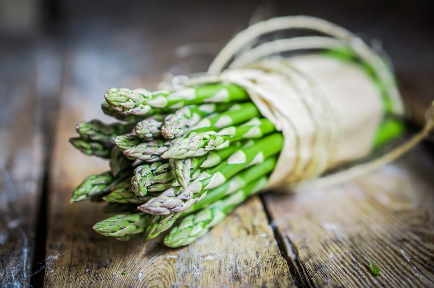 Asparagus, Backgrounds, Close-up, Cooking, Dieting, Eating, Food, Freshness, Gourmet, Meal, Moving Up, Nature, Organic, Root, Rustic, Salad, Season, Spear, Table, Vegetable, Vegetarian Food, Wood,
