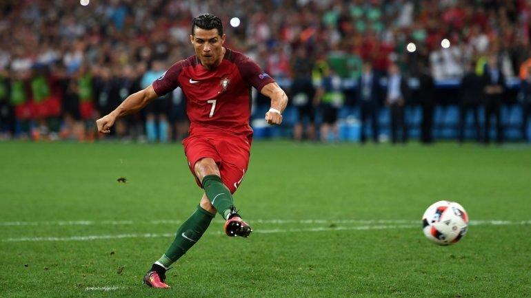 6ae603f2e8 Futebol. Portugal vence Hungria com bis de Ronaldo – Observador