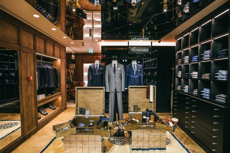 Gucci, Valentino, Balmain, Saint Laurent, Balenciaga, Dior, Tom Ford ou  Dolce   Gabbana são algumas das marcas que pode encontrar na nova loja. 928bd88c43