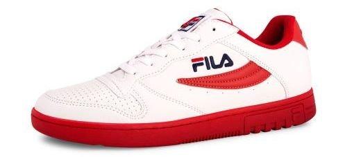 6d8960ec703 Os ténis e a roupa desportiva Fila traz de volta o lado mais elegante da  moda dos anos 80.