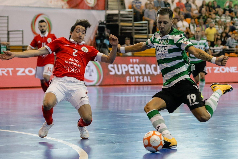 f639c90a89 O dérbi que começa a ser um clássico  Sporting-Benfica nas meias ...