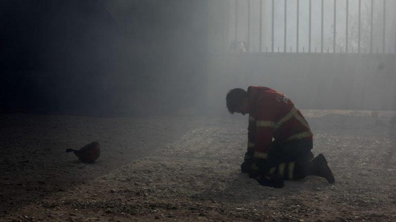 Chuva trava vaga de incêndios durante a noite. Governo continua sob pressão  - como aconteceu 4e495a0ddcf21