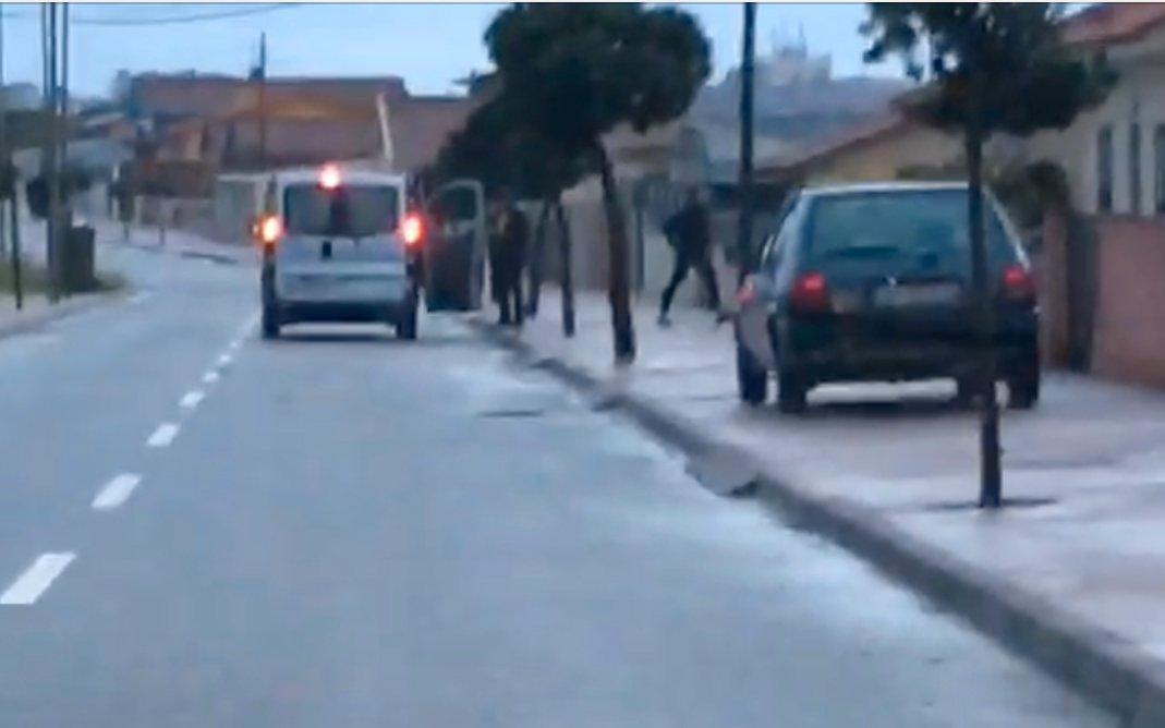 Os militantes são deixados em casa, na Avenida Infante D.Henrique, junto à rua dos pescadores, em Esmoriz.