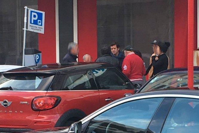 O diretor nacional de campanha de Rui Rio, Salvador Malheiro, despede-se de sete militantes que foram votar à sede do PSD em Ovar.