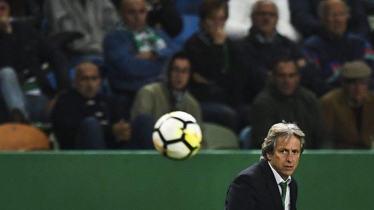 66590ac3bf Sporting vence Feirense por 2-0 em Alvalade e regressa aos triunfos na Liga  - como aconteceu