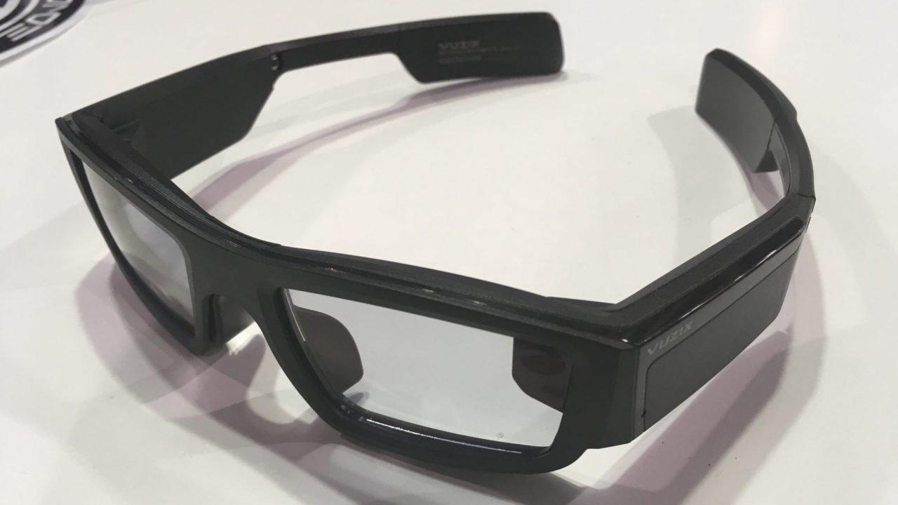 São mais uma aposta, depois do falhanço dos Google Glass, no mercado dos  óculos inteligentes. Na prática, o que os Vuzix Blade fazem é adicionar um  pequeno ... 30133cc0c2