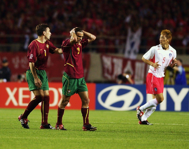 c338634f34aa0 O minuto era o 27 mas o argentino Sánchez expulsaria logo João Vieira  Pinto. O que se seguiu valeria um castigo pesado ao jogador do Sporting  (Créditos  ...