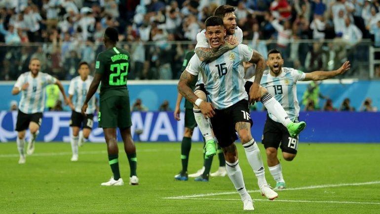 Argentina marca quase no fim e está nos  oitavos  (1-2). Croácia também  venceu a Islândia (1-2) - como aconteceu 0f678bcc0b7f2