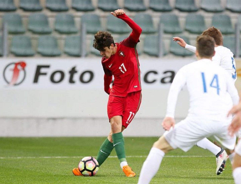 bfa2c36dfba Trincão. O Mahrez do Minho que dá nas vistas no Euro de Sub-19 mas ...