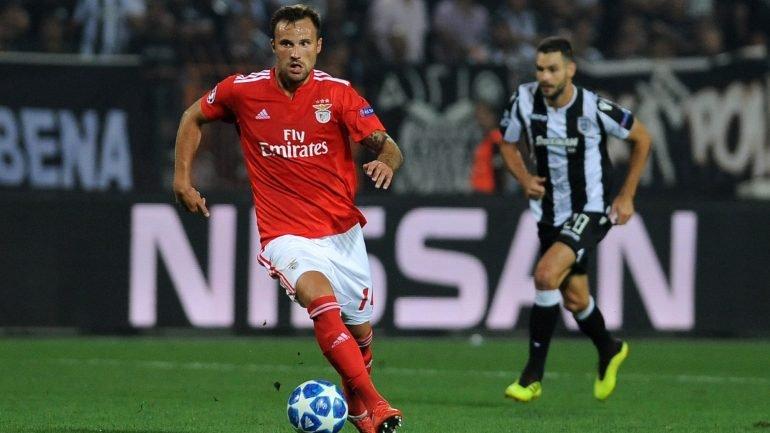 8dff007038 Benfica venceu na Madeira com golos de Seferovic