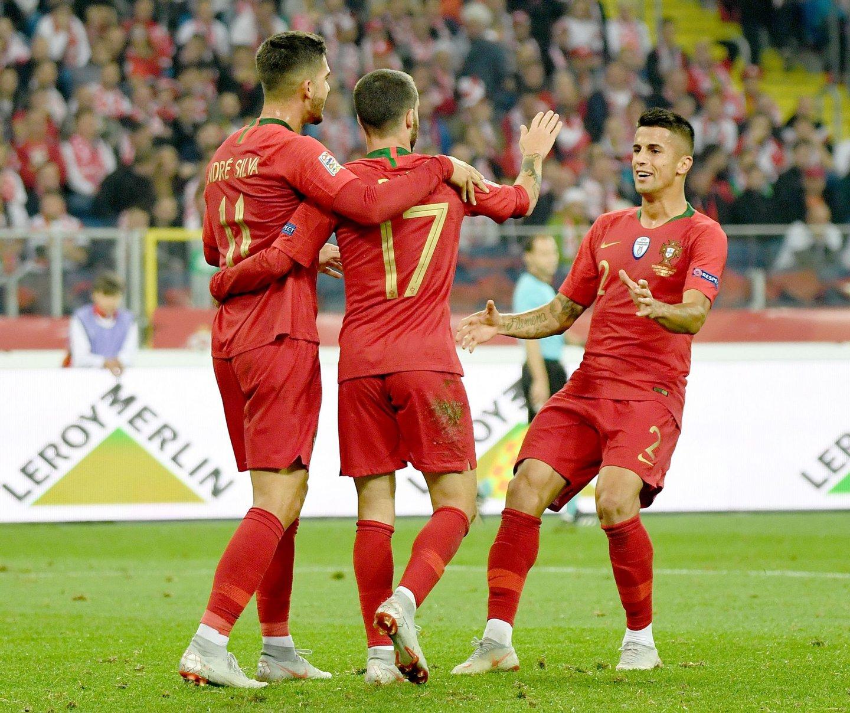 """André Silva marcou o primeiro e Rafa """"obrigou"""" ao segundo no jogo onde João  Cancelo foi o melhor (JANEK SKARZYNSKI AFP Getty Images) b76622aa6434e"""