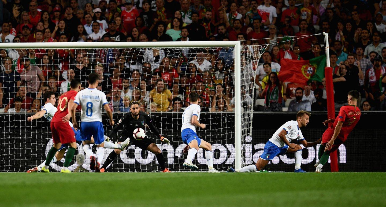 André Silva apontou assim o único golo no triunfo de Portugal frente à  Itália na abertura da Liga das Nações (Claudio Villa Getty Images) 5ccb9d94ddb30