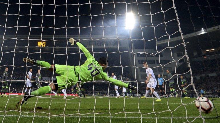 Sporting perde em Guimarães com o Vitória (1-0) e é ultrapassado pelo  Benfica na Liga - como aconteceu 5e6fb835ba46b