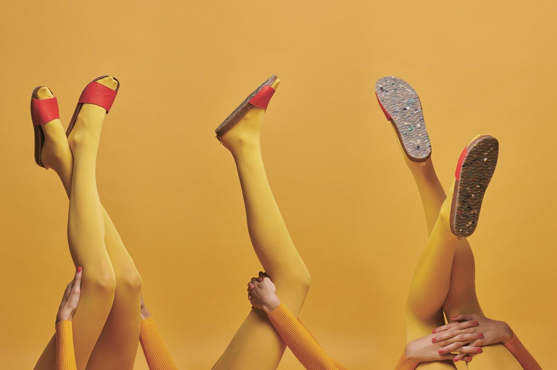 893474d54 Nas primeiras sandálias da Zouri, lançadas em junho de 2018 depois de uma  campanha de crowdfunding, em três modelos e três cores, está parte da  tonelada e ...