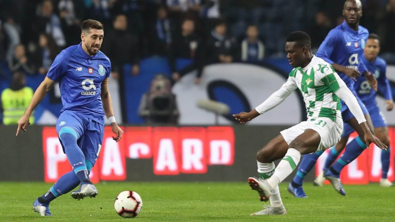 FC Porto assegura Loum e67e90991e26d