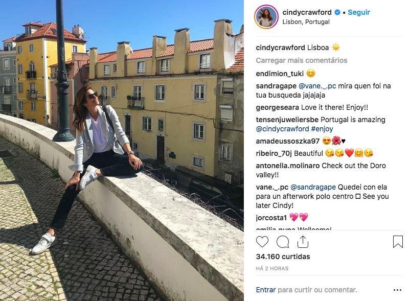 186881e2eae Cindy Crawford passeia por Lisboa antes de ir cortar uma fita ...