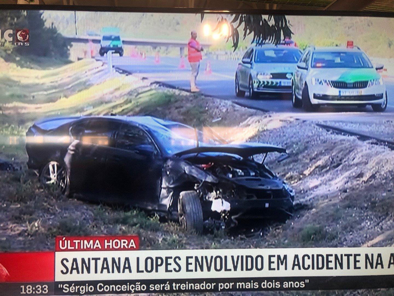 Acidente Santana Lopes: Santana Lopes Sofre Acidente Na A1. Carro Capotou Várias