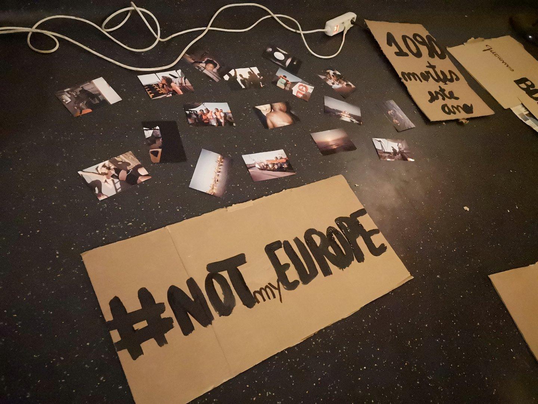 Preparação dos cartazes manif de apelo à busca e salvamento no mediterrâneo