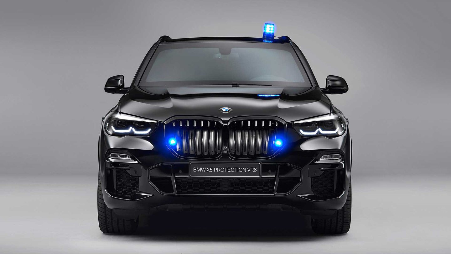 BMW shows how the armored X5 gives the body to bullets