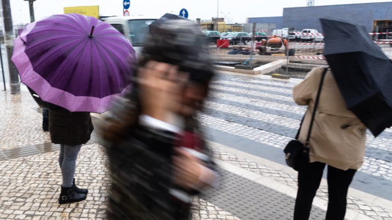 Thunderstorm and heavy rain put 12 continent districts under yellow warning