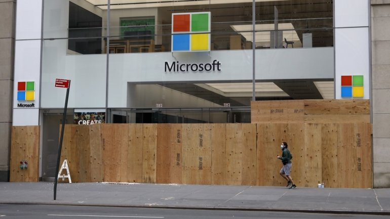 Microsoft will shut down almost all of its physical stores in the world