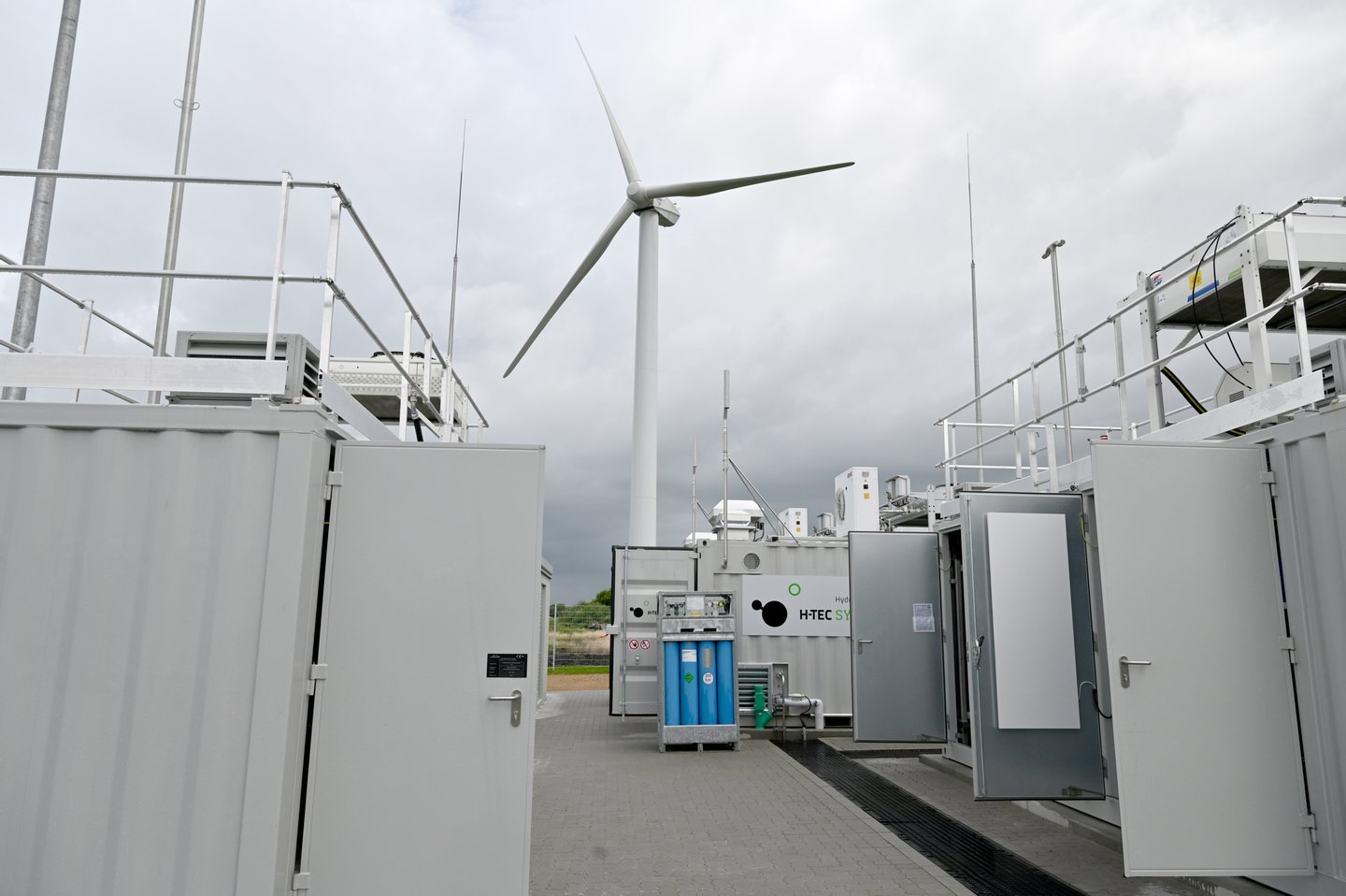 Hydrogen production plant opened