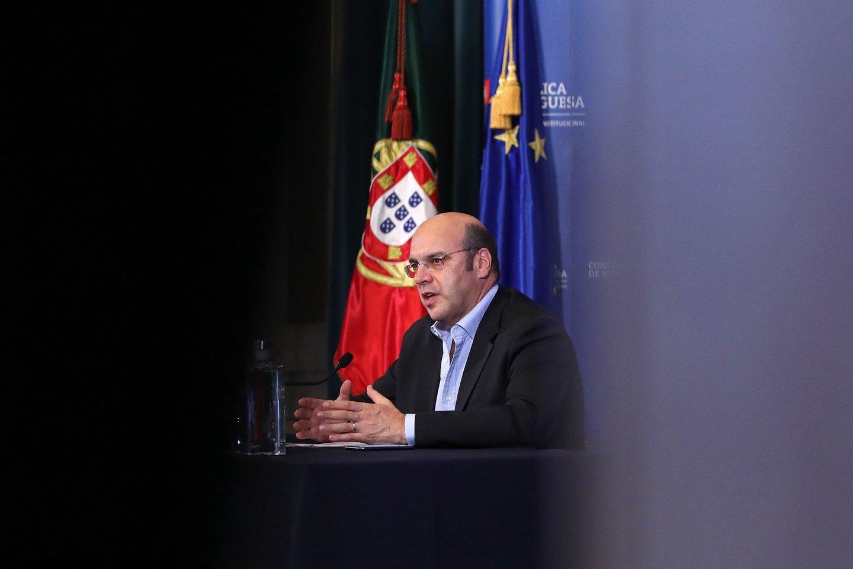 O ministro da Economia e Transição Digital, Pedro Siza Vieira, fala aos jornalistas durante a conferência de imprensa no final da reunião do Conselho de Ministros no Paláco de Ajuda, em Lisboa, 13 de agosto de 2020. ANTÓNIO PEDRO SANTOS/POOL/LUSA