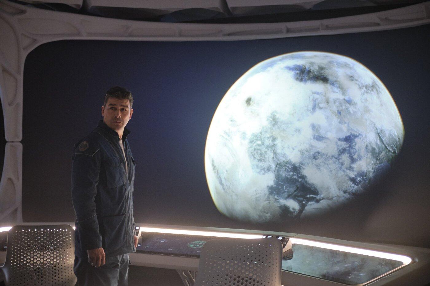 O Céu Da Meia Noite George Clooney Com Os Olhos No Cosmos E Pés De Chumbo Observador
