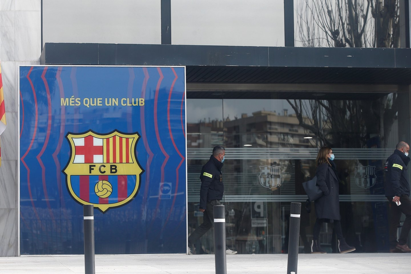 epa09044354 Members of Mossos d'Esquadra regional police's Economic Offences Unit arrives to Spanish soccer club FC Barcelona's headquarters to raid the offices amid the investigation of the so-called 'BarcaGate' case, in Barcelona, Spain, 01 March 2021. Police investigates if a company, hired by the club, carried out a smear campaign against opposite players and groups to then club's board of directors, led by former President Josep Maria Bartomeu, in social media. EPA/Quique Garcia