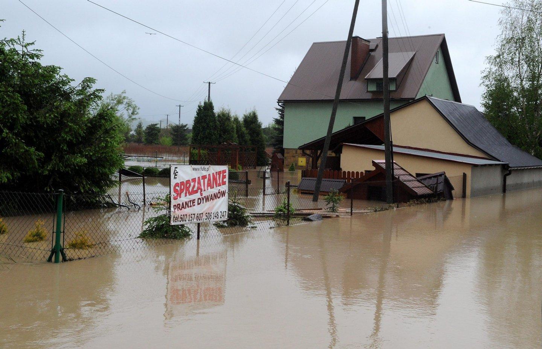 As cheias estão entre os fenómenos extremos que se prevem comas mudanças climáticas - EPA/GRZEGORZ MOMOT POLAND OUT