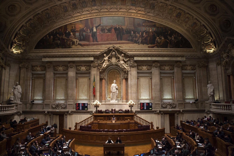 Parlamento: Votação de projeto lei sobre coadoção por casais do mesmo sexo